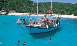 Αύξηση κατά 10,4% στις αφίξεις τουριστών το 2013